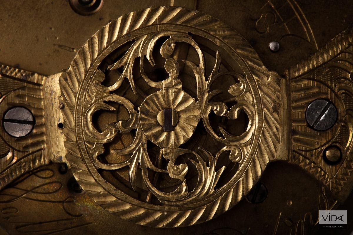 Míves antik óra belső